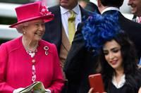 英皇家賽馬會開幕 女王靚麗登場