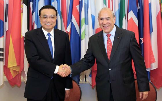 李克強會見經濟合作與發展組織秘書長古裏亞