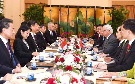 習近平會見新加坡總統陳慶炎