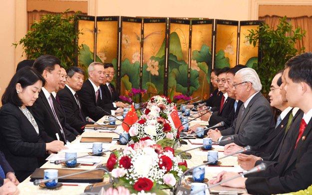 習近平會見新加坡總統