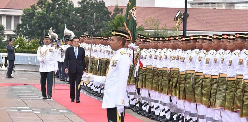 馬總理府雨中上演隆重儀式 歡迎中國總理