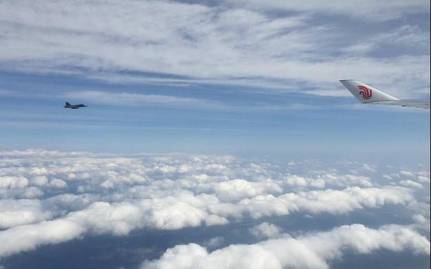 習主席抵達布拉格 捷克戰機升空護航