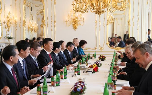 習近平同捷克總統舉行會談
