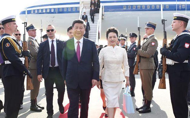 習近平抵達華沙 開始對波蘭共和國進行國事訪問