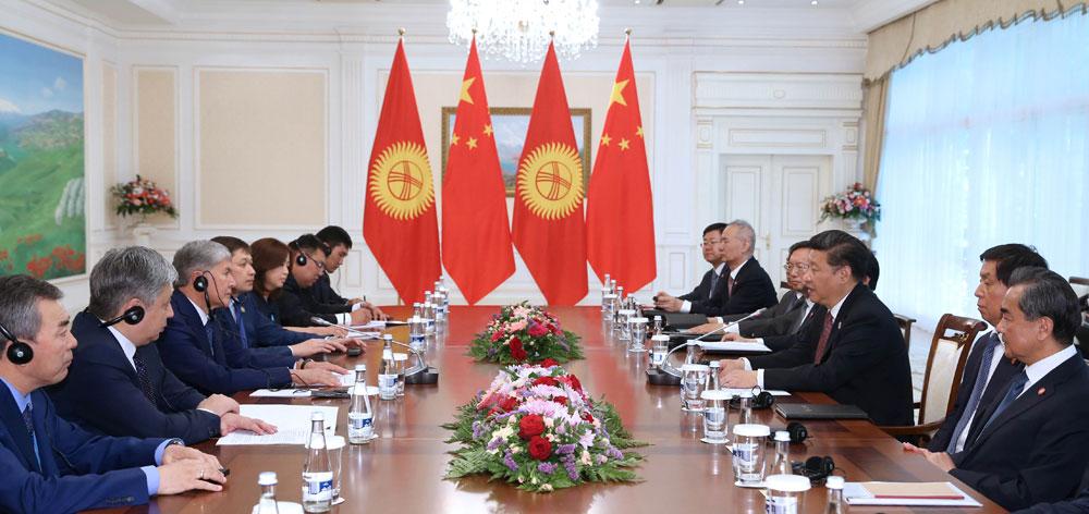 習近平會見吉爾吉斯斯坦總統阿坦巴耶夫