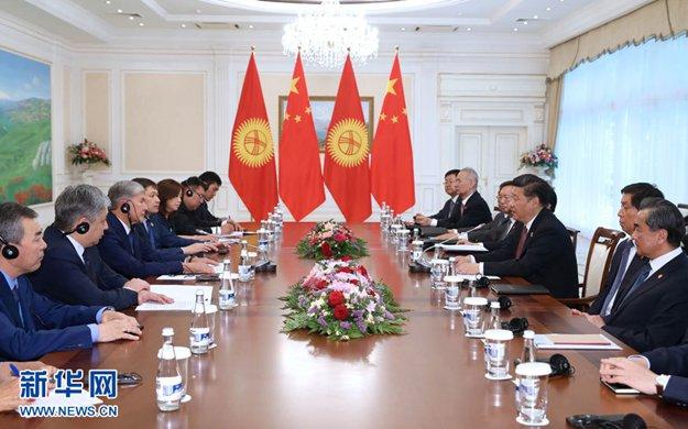 習近平會見吉爾吉斯斯坦總統