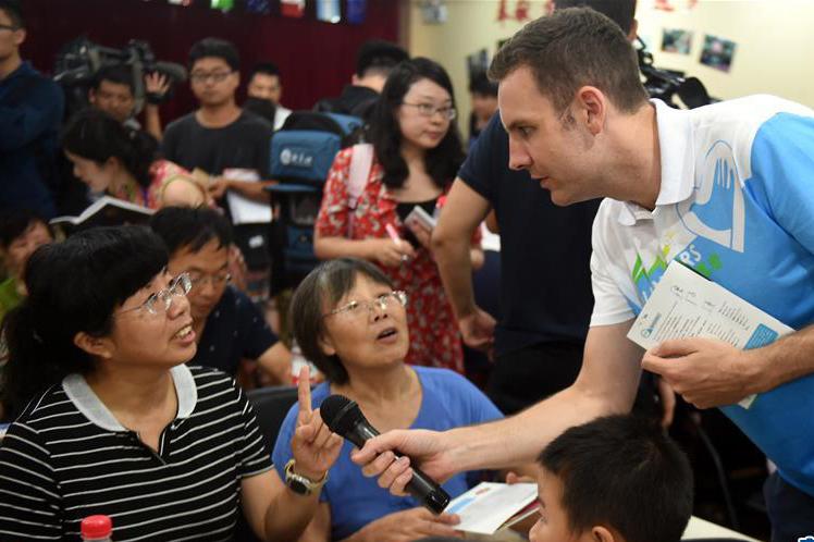 """杭州社區居民的""""英語派對"""""""