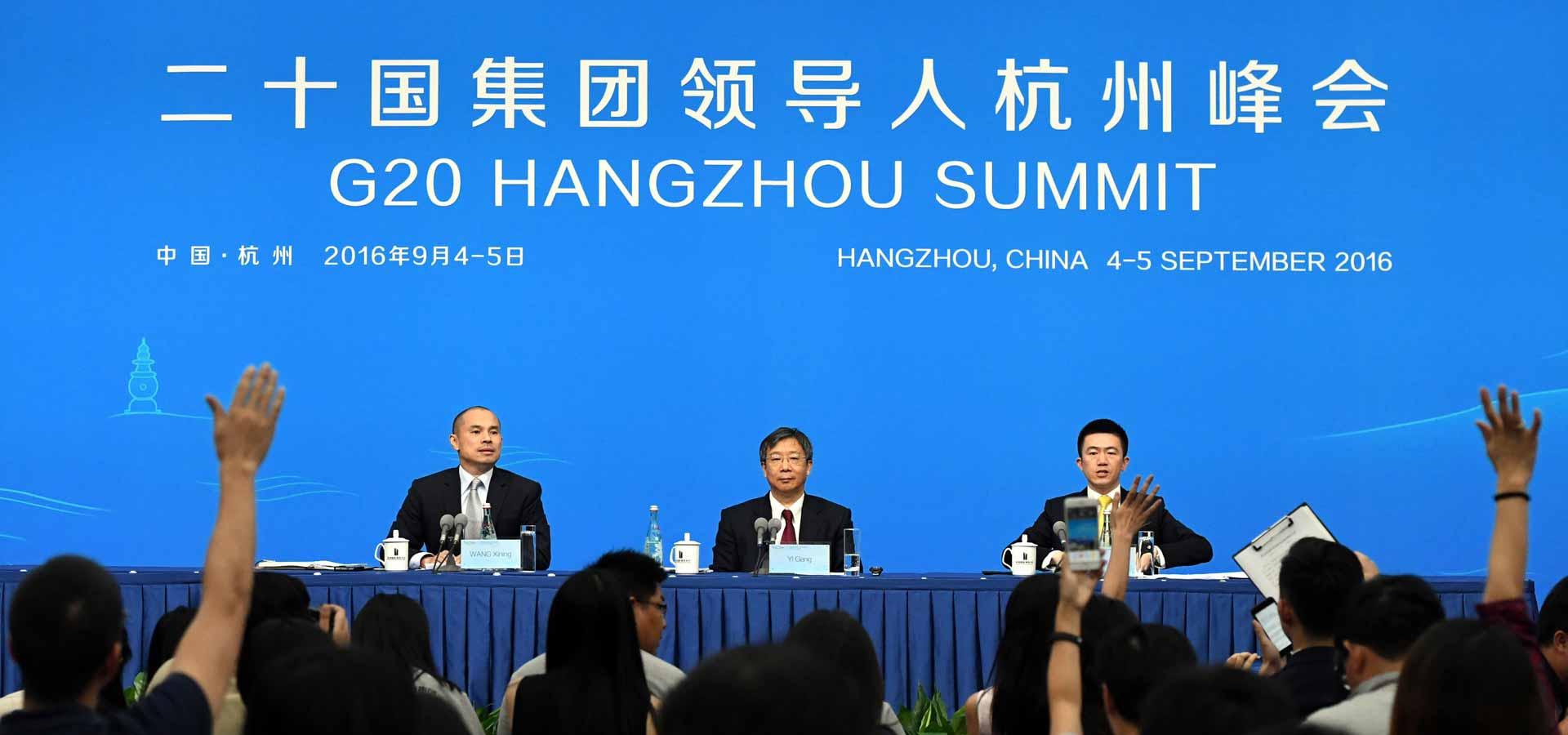 中國代表團中國人民銀行副行長易綱舉行新聞發布會