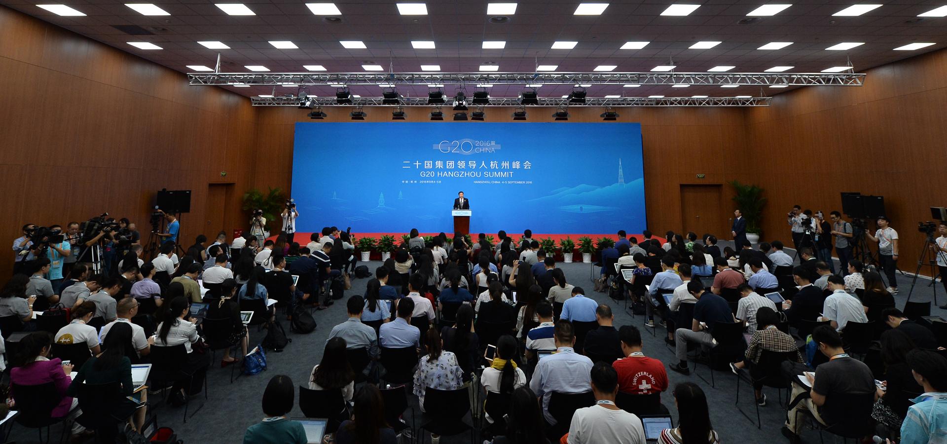 中國代表團財政部副部長朱光耀召開新聞發布會