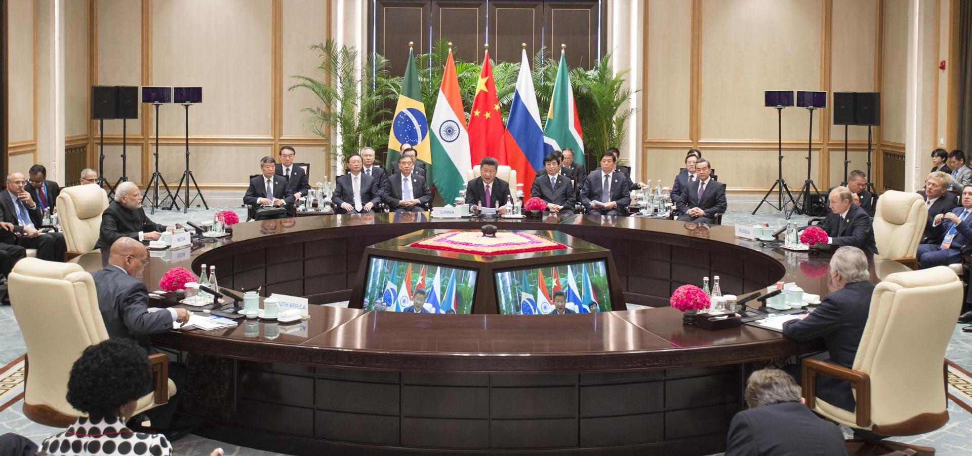 習近平出席金磚國家領導人非正式會晤