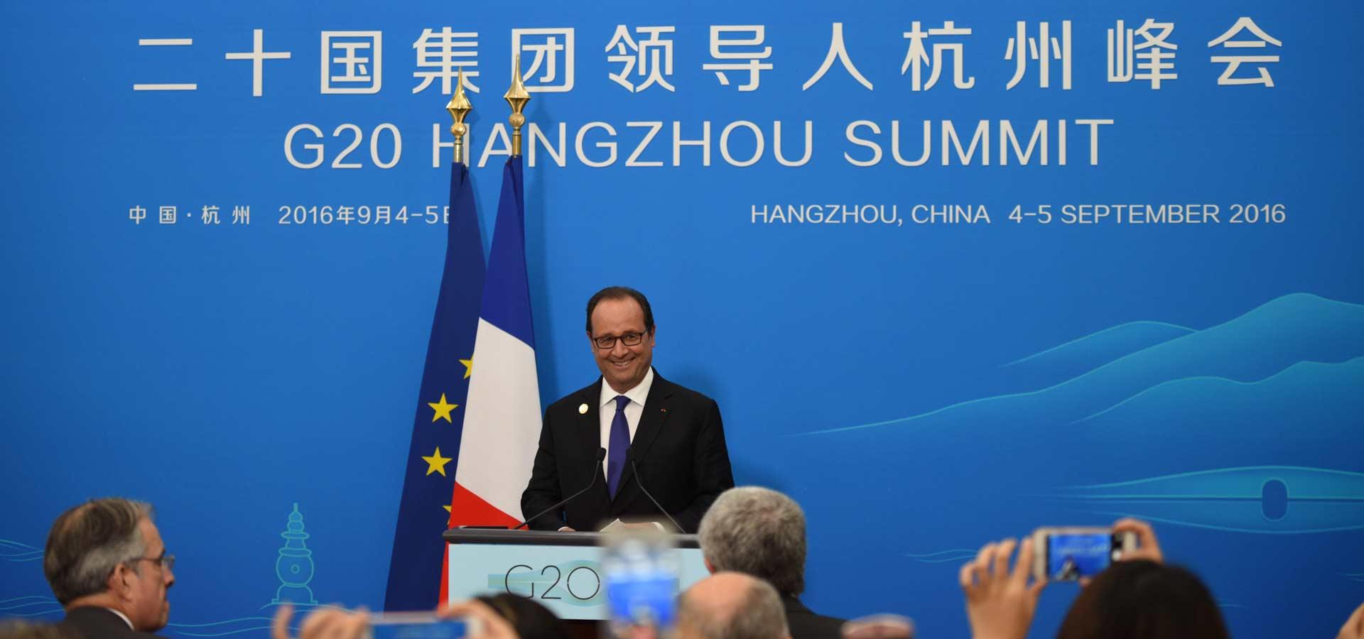 法國總統奧朗德舉行新聞發布會