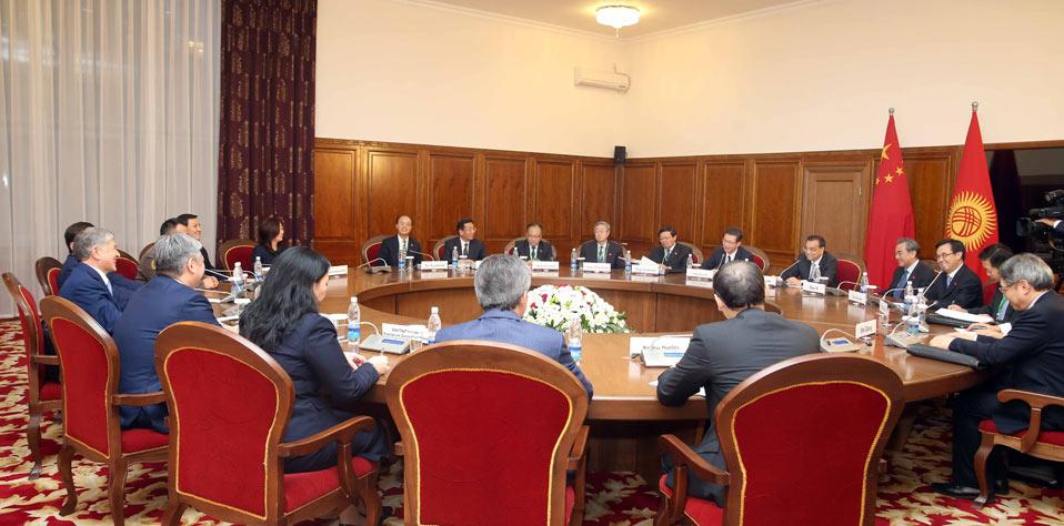李克強會見吉爾吉斯斯坦總統阿坦巴耶夫