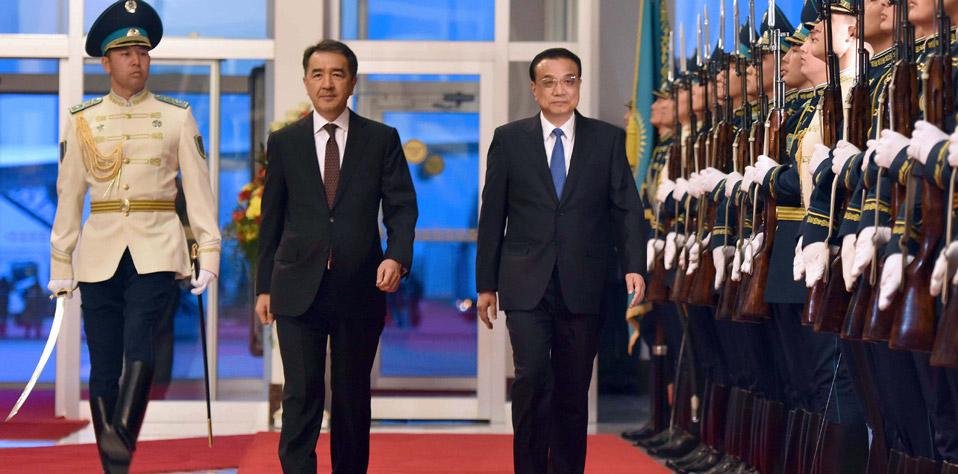 李克強抵達阿斯塔納出席中哈總理第三次定期會晤並對哈薩克斯坦進行正式訪問