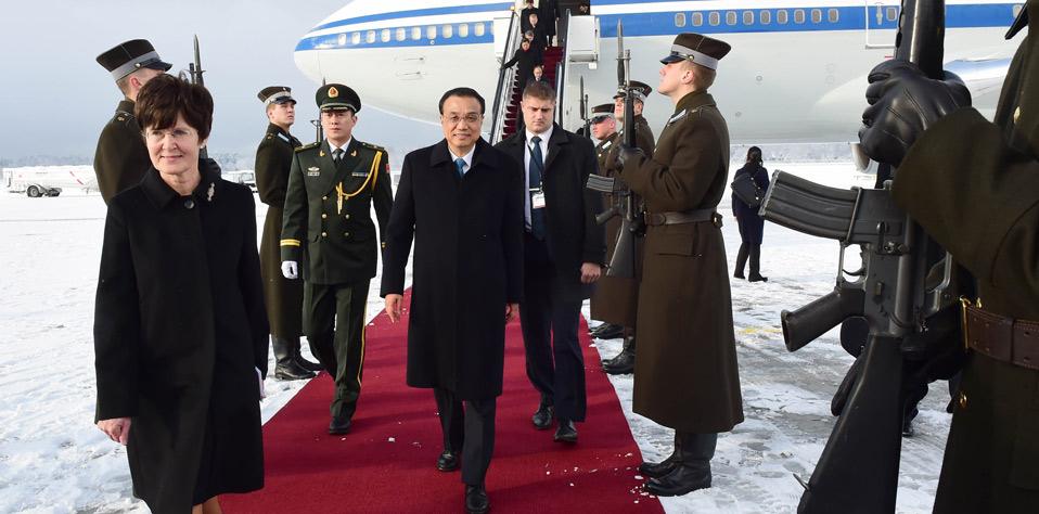 李克強抵達裏加出席第五次中國-中東歐國家領導人會晤並對拉脫維亞進行正式訪問