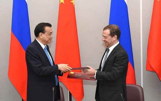 李克強與俄羅斯總理梅德韋傑夫共同簽署聯合公報