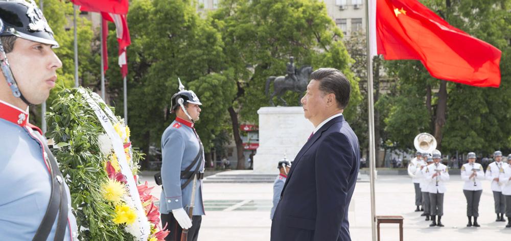習近平向智利解放者奧希金斯紀念碑敬獻花圈