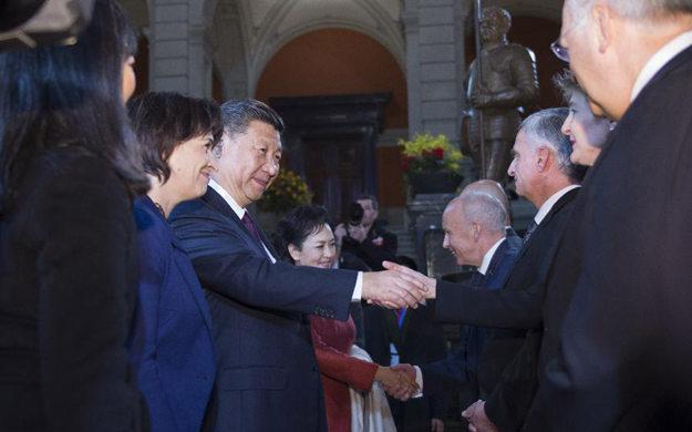 習近平出席瑞士聯邦委員會全體委員舉行的迎接儀式