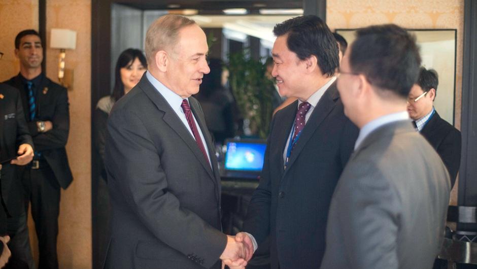 新華網董事長、總裁田舒斌與以色列總理內塔尼亞胡親切交談