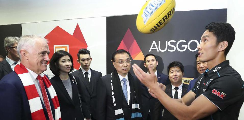 李克強與澳大利亞總理特恩布爾共同觀看澳式足球