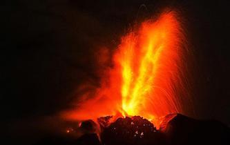 印尼錫納朋火山噴發