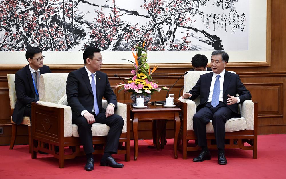 汪洋会见蒙古国总理额尔登巴特