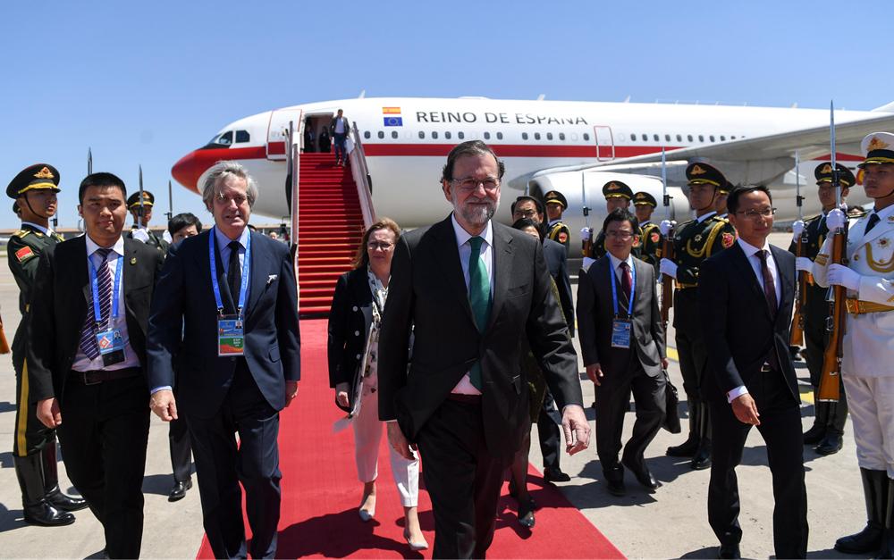西班牙首相拉霍伊抵达北京