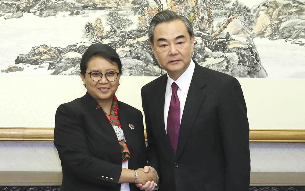 王毅会见印尼外长