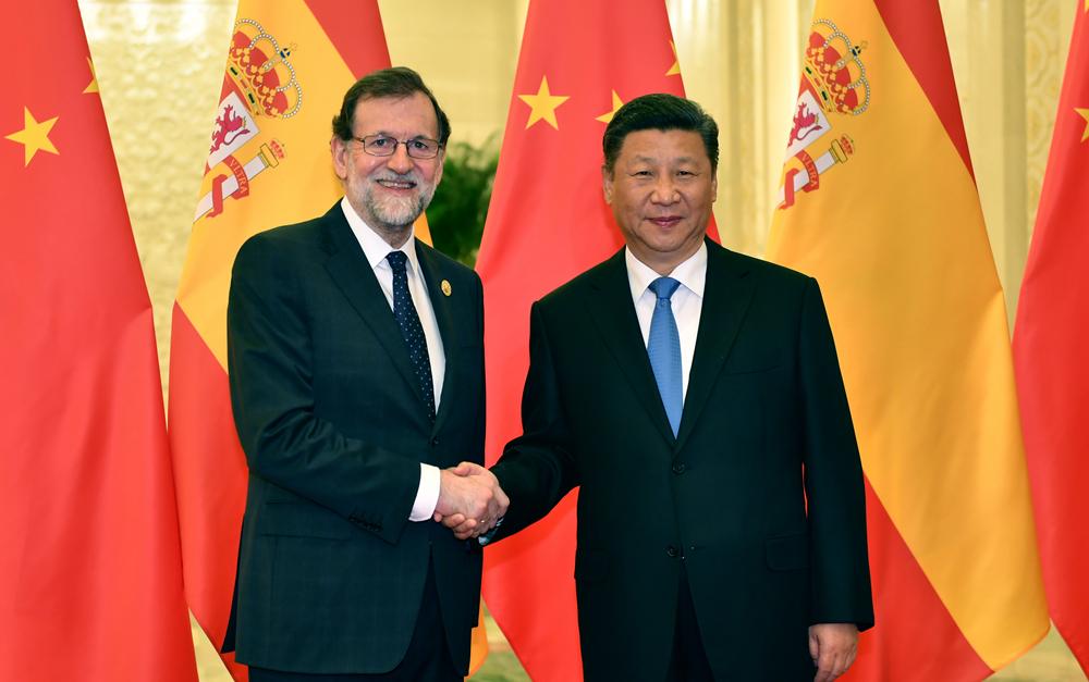 习近平会见西班牙首相拉霍伊