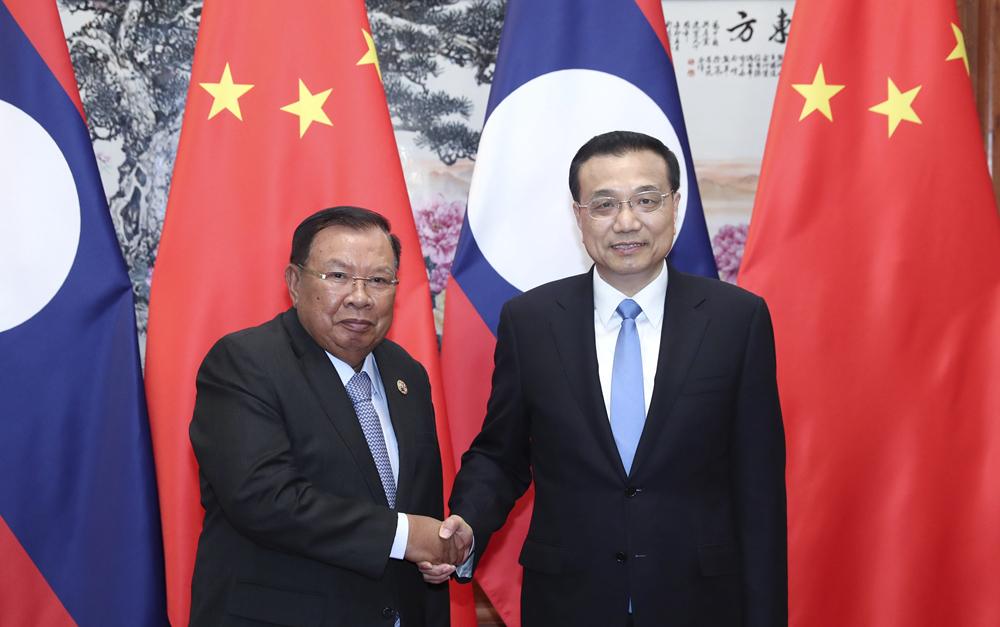 李克强会见老挝国家主席本扬
