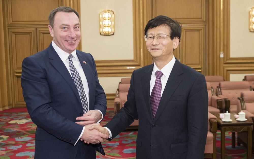 孟建柱会见白俄罗斯总统办公厅副主任斯诺普科夫