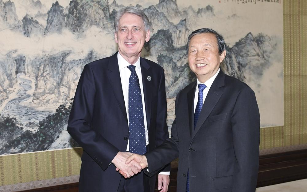 马凯会见英国财政大臣