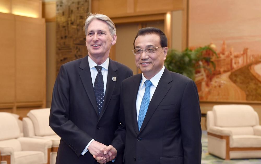 李克强会见英国首相特使、财政大臣哈蒙德