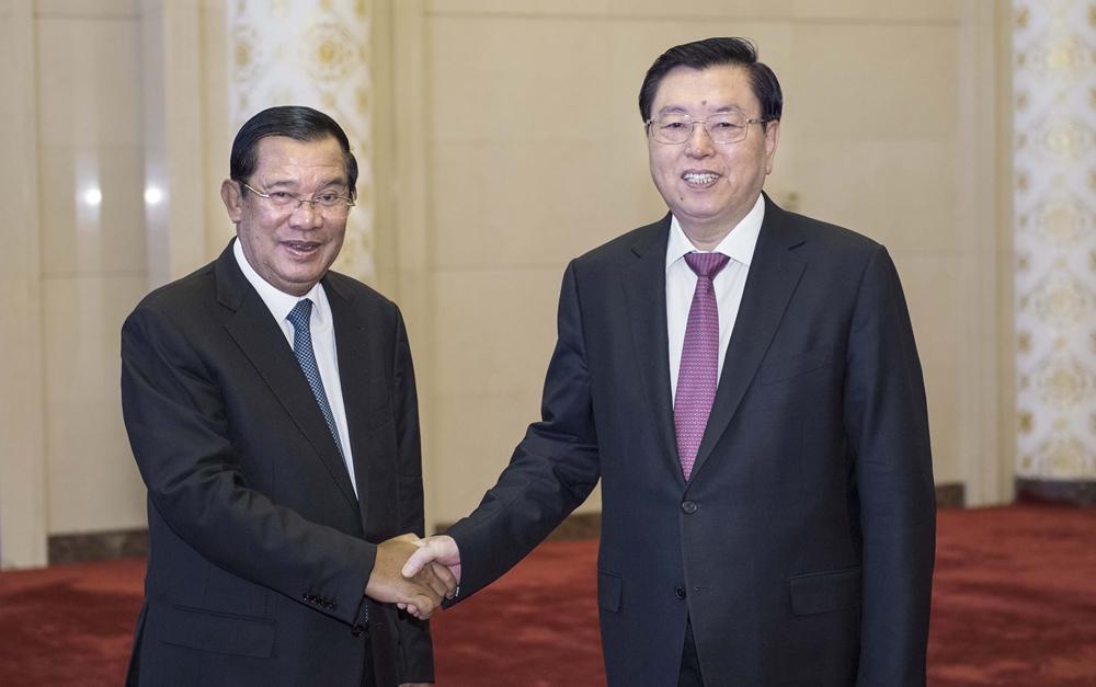 张德江会见柬埔寨首相洪森
