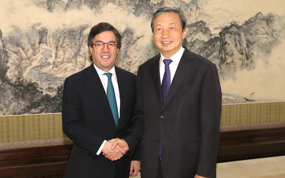 马凯会见美洲开发银行行长莫雷诺
