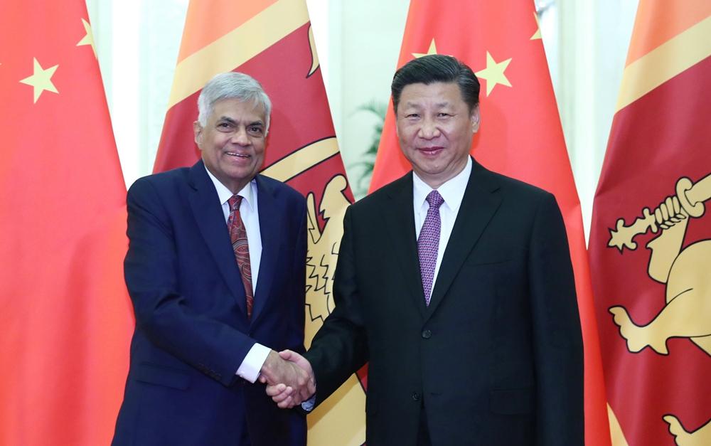 习近平会见斯里兰卡总理维克勒马辛哈