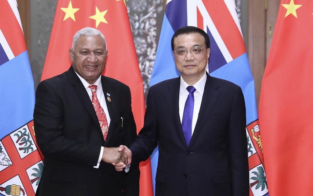 李克强会见斐济总理姆拜尼马拉马