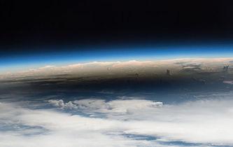 宇航員從空間站拍攝日食