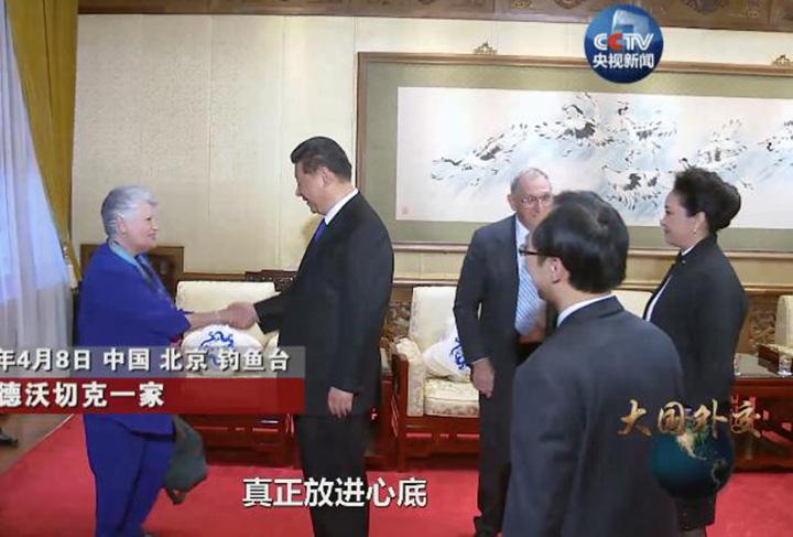 """綜述:""""這部專題片深深撥動了我們的心弦""""——《大國外交》帶給海外中國人自豪與感動"""