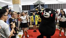 日本熊本熊現身廣州賣萌引圍觀