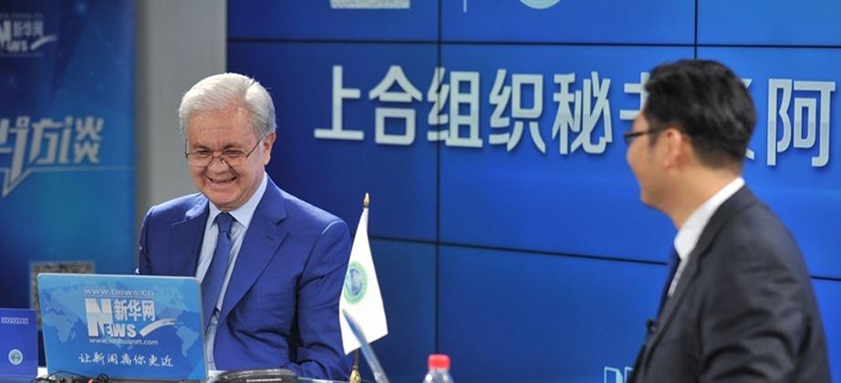 上海合作組織秘書長拉希德·阿利莫夫與新華網友在線交流