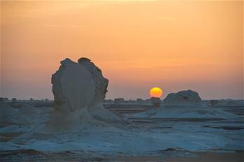走進埃及黑白沙漠