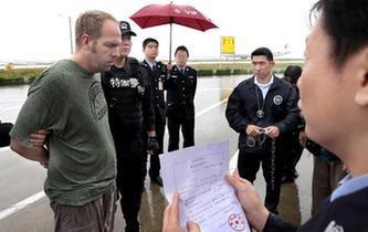 中國警方向美國遣返一名紅通逃犯