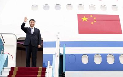 習近平抵達河內開始對越南社會主義共和國進行國事訪問
