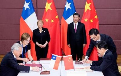 習近平同智利總統一道出席中智自由貿易協定升級議定書簽字儀式