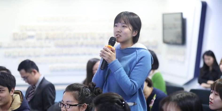 中國傳媒大學學生在提問