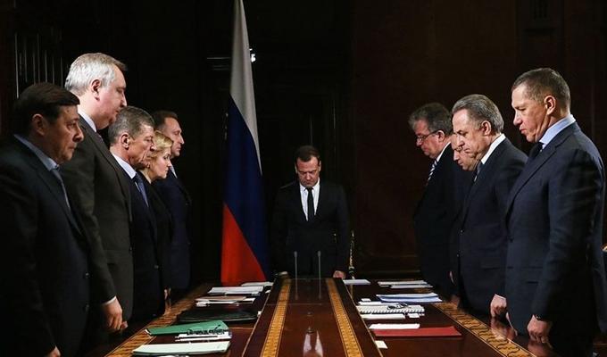 俄羅斯總理和官員默哀一分鐘悼念墜機遇難者
