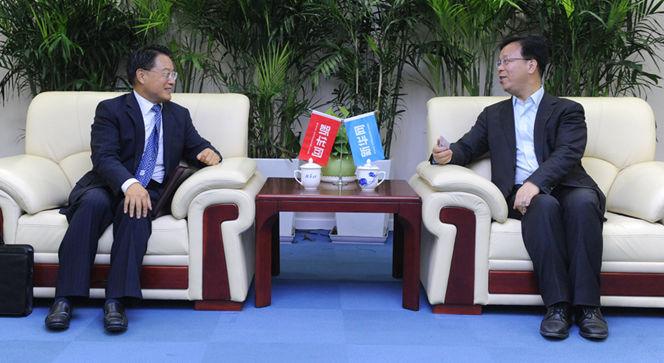 新华网党委常委、副总编辑刘加文在访谈前会见李勇