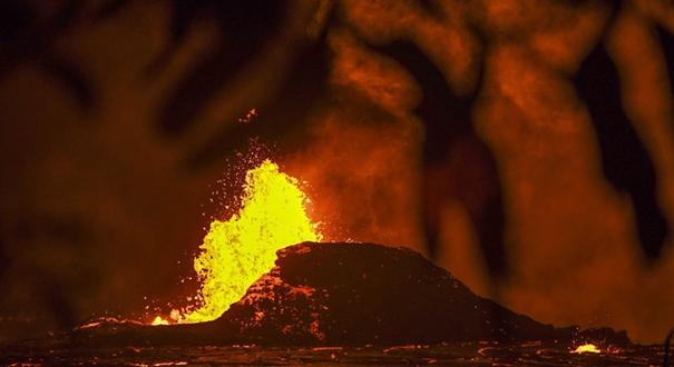 夏威夷火山繼續噴發 岩漿泉涌畫面震撼