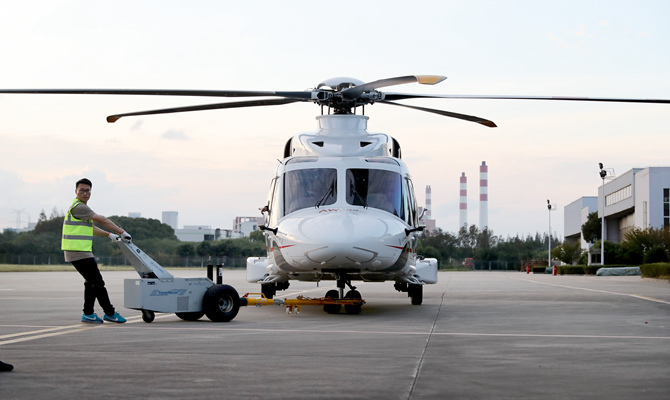 最貴展品AW189型直升機進館到位