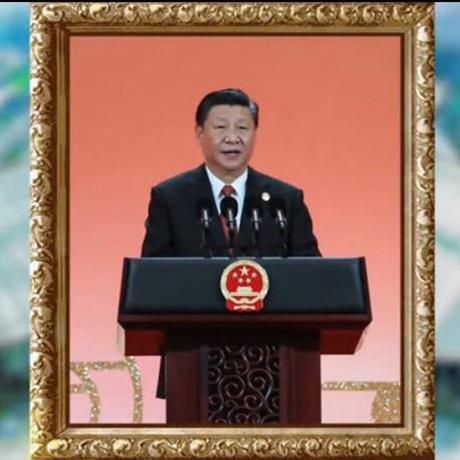 高光時刻——首屆中國國際進口博覽會金色相框